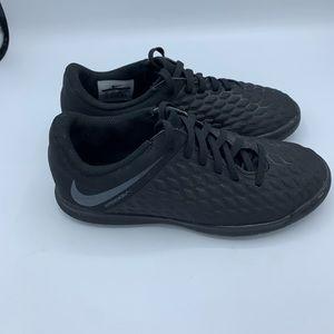 COPY - Nike junior hyper venom club black size 3y